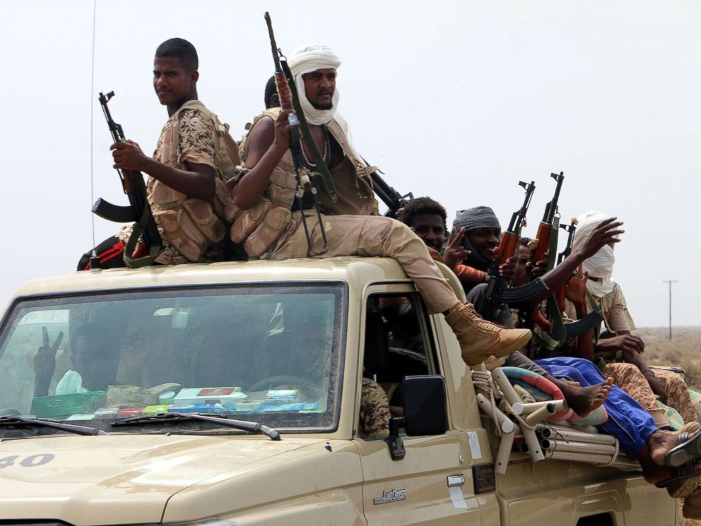 PHOTO: Sudanese forces fighting alongside the Saudi-led coalition in Yemen gather near the outskirts of the western port city of Hodeidah, Yemen, June 12, 2018.