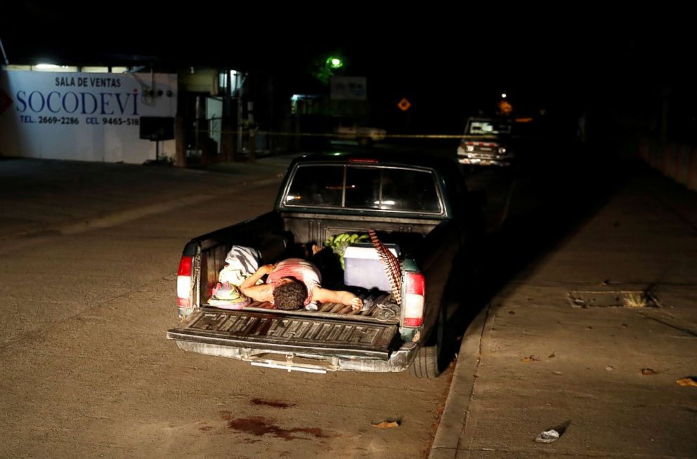 PHOTO: The body of a man killed in gang violence lies in a pick-up truck in San Pedro Sula, Honduras, July 22, 2018.