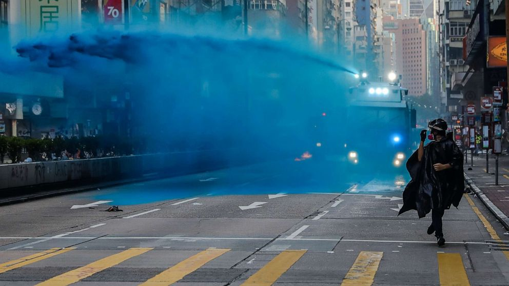 Water cannon sprays mosque entrance in Hong Kong thumbnail
