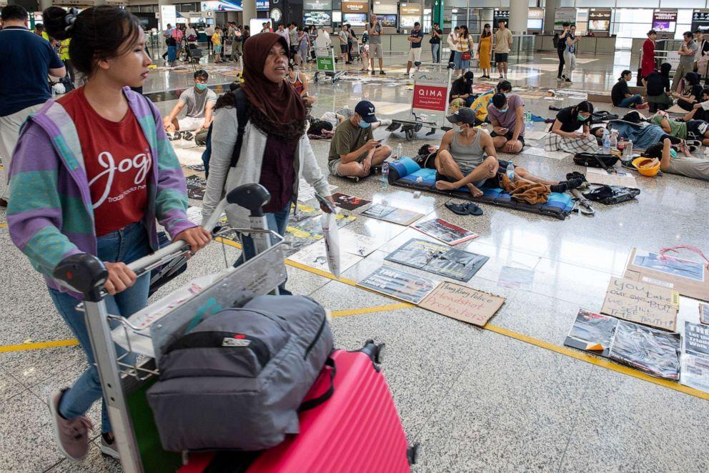 Hong Kong International Airport resumes flights after 2 days