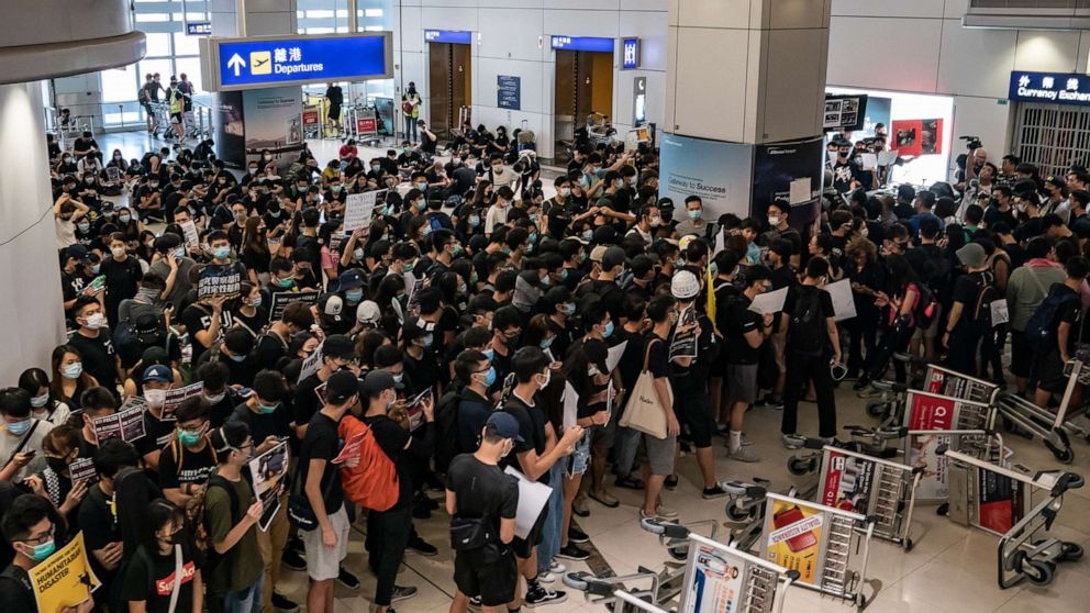'Start Here': Hong Kong airport chaos continues, as Trump's China tariffs are delayed thumbnail