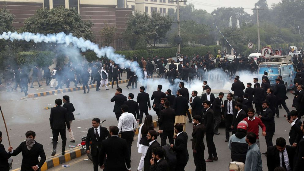 Lawyers' attack on hospital in Pakistan leaves 3 dead