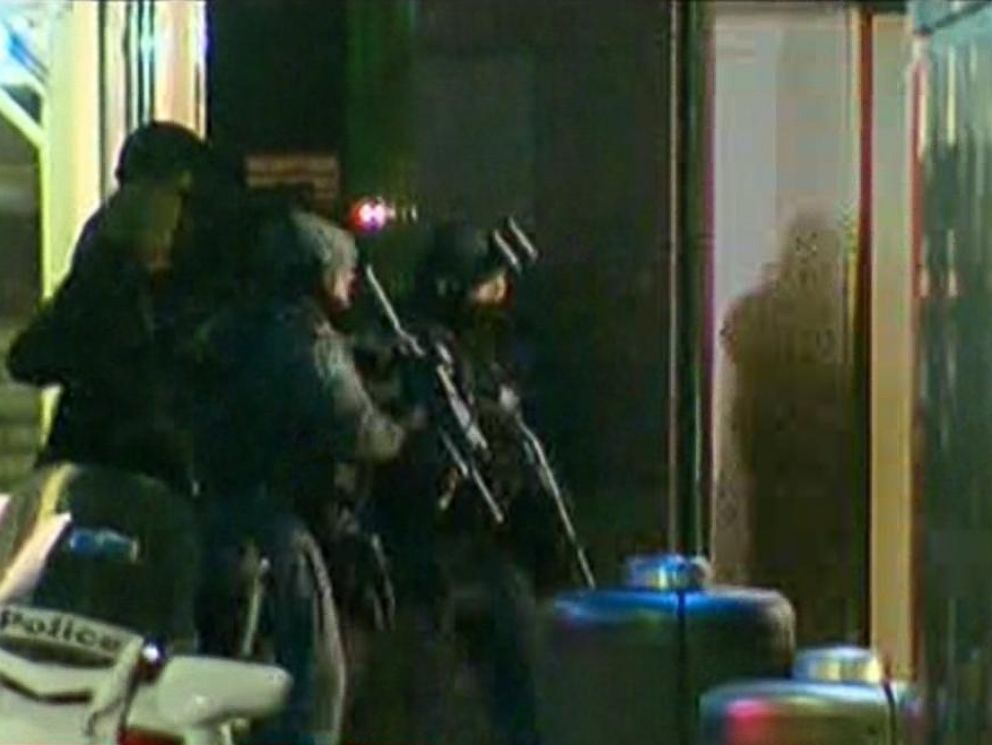 PHOTO: Armed police enter a cafe where hostages are being held at Martin Place in the central business district of Sydney, Australia, Dec. 15, 2014.
