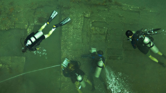 PHOTO:A team of leading U.S. archaeologists study the wreckage of a ship they believe to be part of Captain Henry Morgans lost fleet.