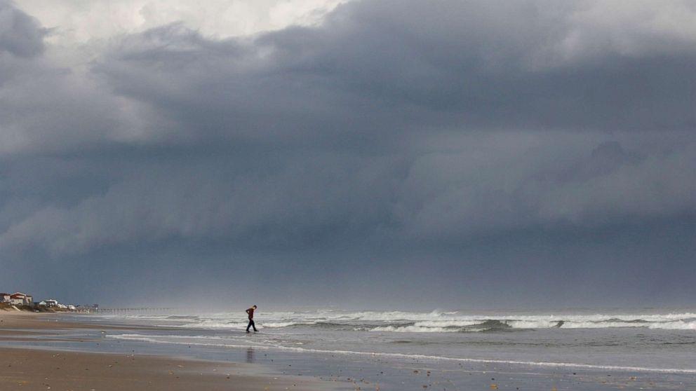 https://s.abcnews.com/images/International/hurricane-before-ap-hb-180912_hpMain_16x9_992.jpg