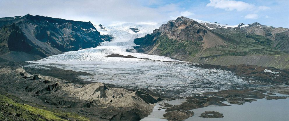 PHOTO: Vatnajokull Glacier, Iceland.