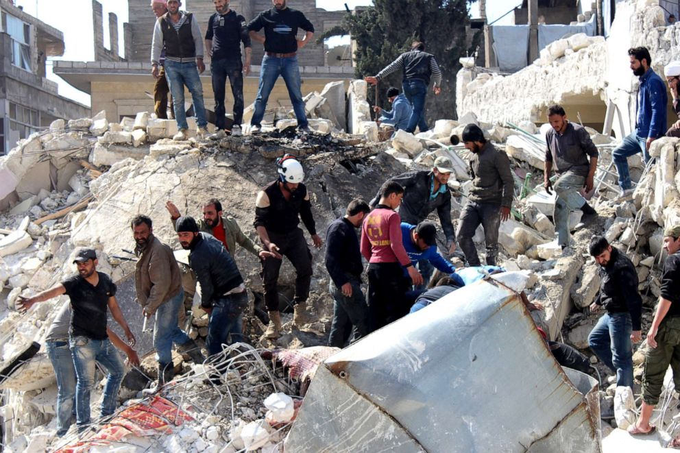 PHOTO: Rescue team workers and civilians search for bodies under the rubble after a Russian airstrike in Idlib, Syria, April 4, 2017.