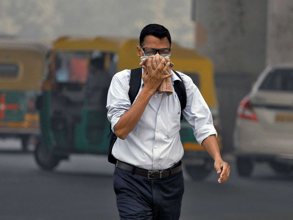 PHOTO: A man covers his face as he walks to work, in Delhi, India, Nov. 7, 2017.
