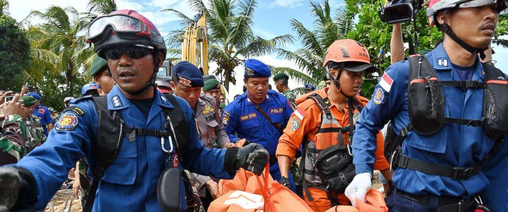 PHOTO: Members of an Indonesian search and rescue team carry a body bag taken from the Villa Stephanie accommodation in Carita in Banten province, Dec. 24, 2018.