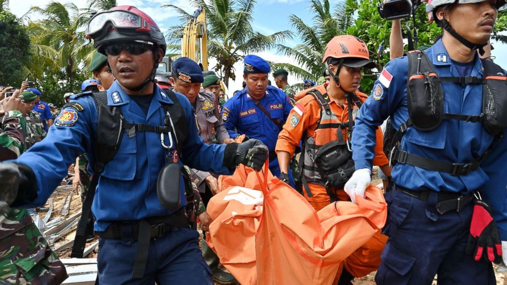 Tsunami death toll in Indonesia crosses 400; officials warn that second giant sea wave is possible