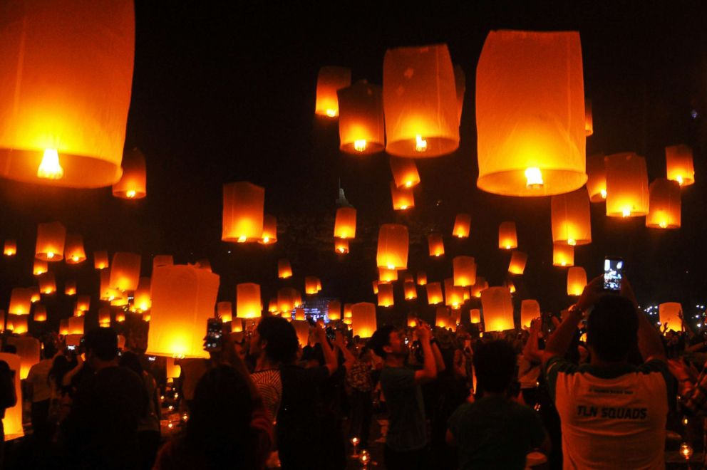 PHOTO: People fly lanterns at Borobudur temple during New Year celebrations in Magelang, Indonesia, Jan. 1, 2018.