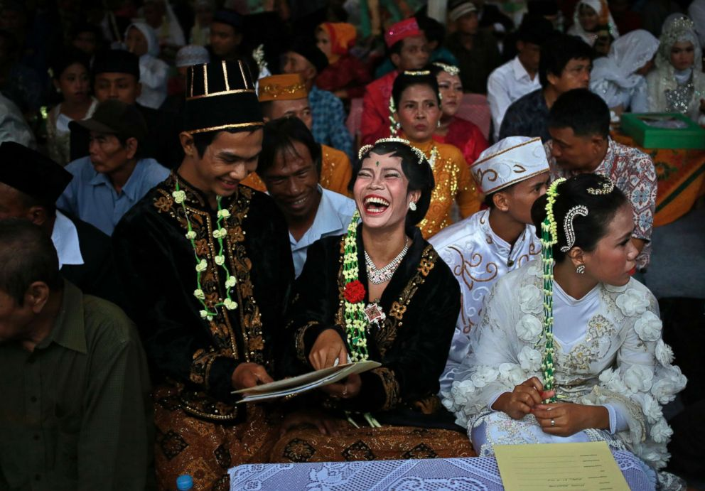PHOTO: A bride and groom react to their marriage documents during a mass wedding held in celebration of the New Year in Jakarta, Indonesia, Dec. 31, 2017.