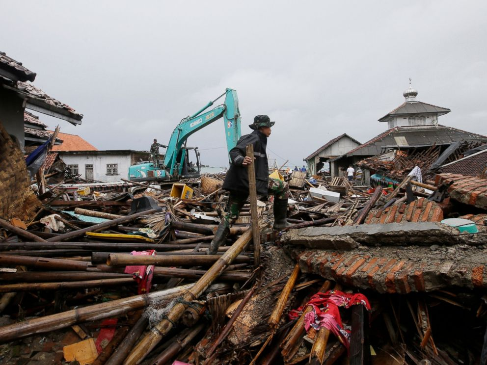 PHOTO: An Indonesian soldier searches for the tsunami victims in Sumur, Indonesia, Tuesday, Dec. 25, 2018.