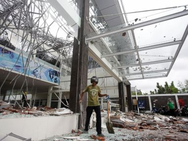 At least 91 dead, hundreds injured by earthquake in Indonesia