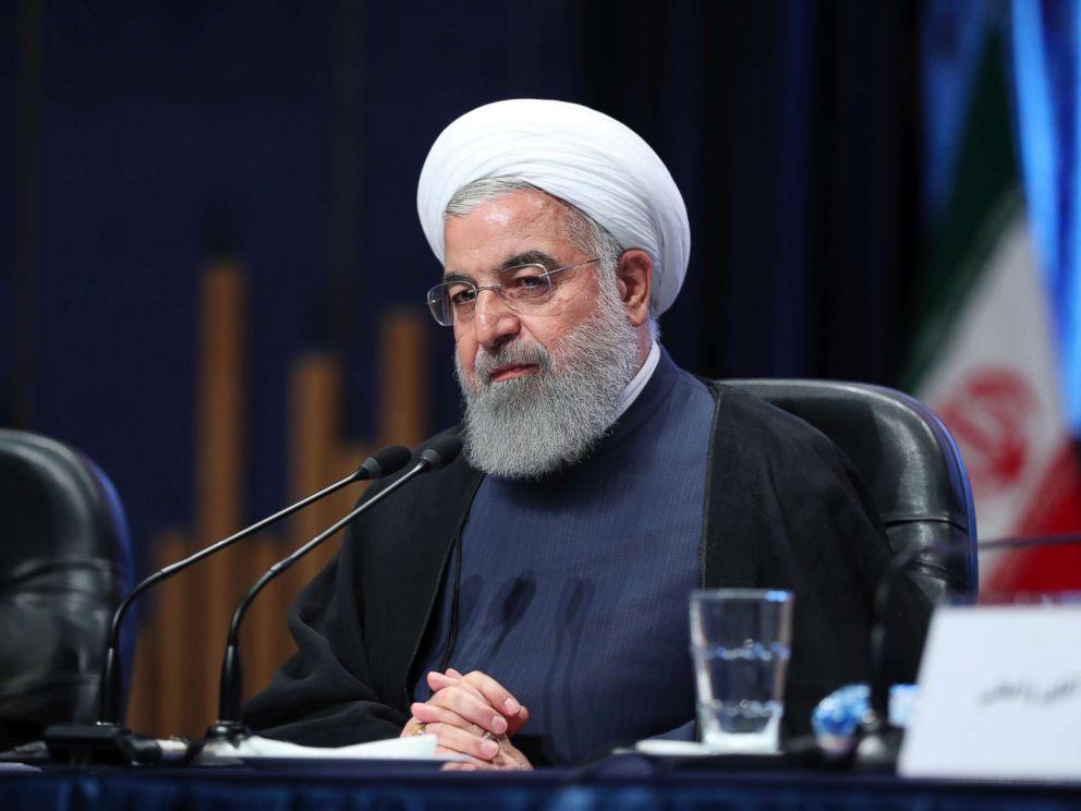 "Breaking news_突发新闻:2018年5月22日,鲁哈尼回应称:""你是谁啊,凭什么为伊朗和世界做决定?如今这个世界并不能接受由美国来做决定,各个国家都是独立的……那种时代已经结束了……我们会继续用自己的方式支持自己的国家。"""