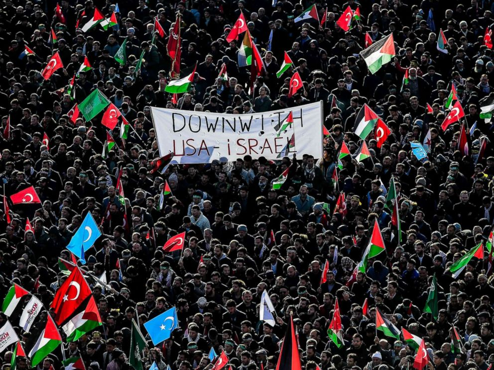PHOTO: Pro-palestinians protesters chant slogans against U.S. and Israel as they wave Turkish and Palestinians flags, Dec. 10, 2017 during a demonstration in Istanbul.