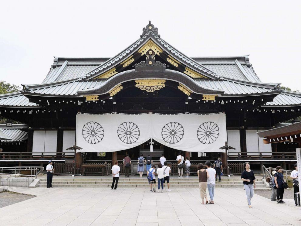 PHOTO: People visit Tokyos war-linked Yasukuni Shrine, Aug. 13, 2019.