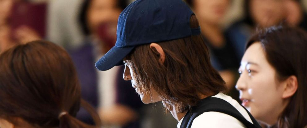 Photo K Pop Star Jung Joon Young Surrounded By Reporters As He Arrives