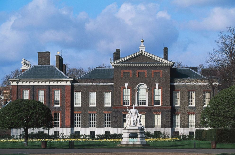 PHOTO: View of Kensington Palace from Kensington Gardens in London, England.