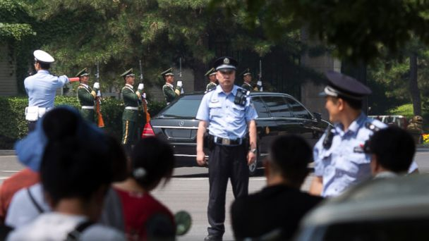 https://s.abcnews.com/images/International/kim-jong-un-china-ap-mo-20180619_hpMain_16x9_608.jpg