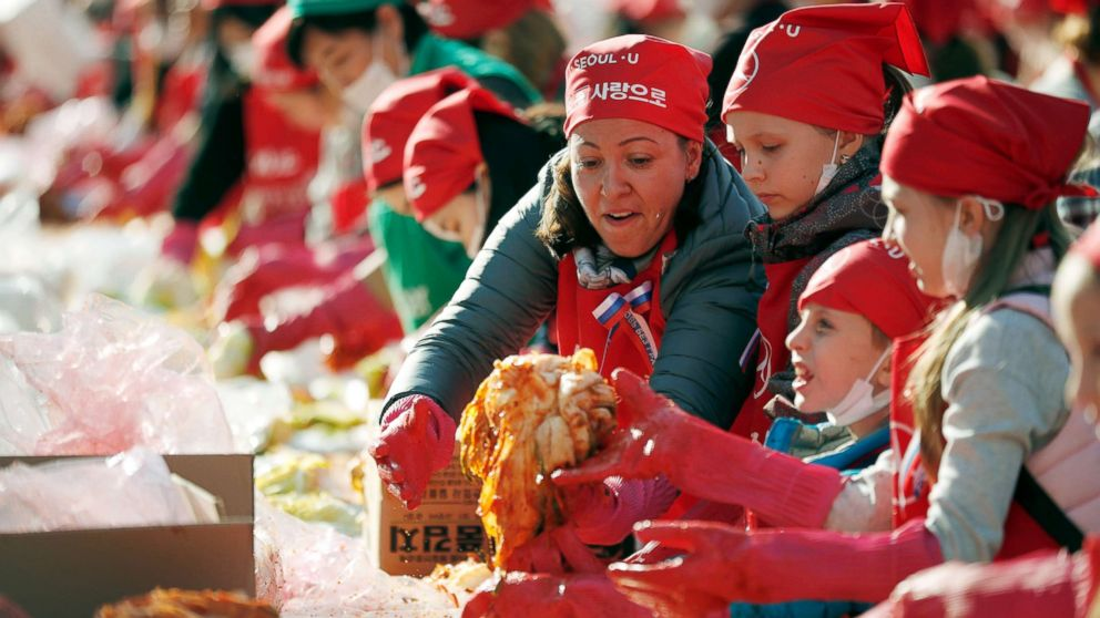 Foreign participants make traditional Korean side dish kimchi during the Seoul Kimchi Festival, Nov. 2, 2018.