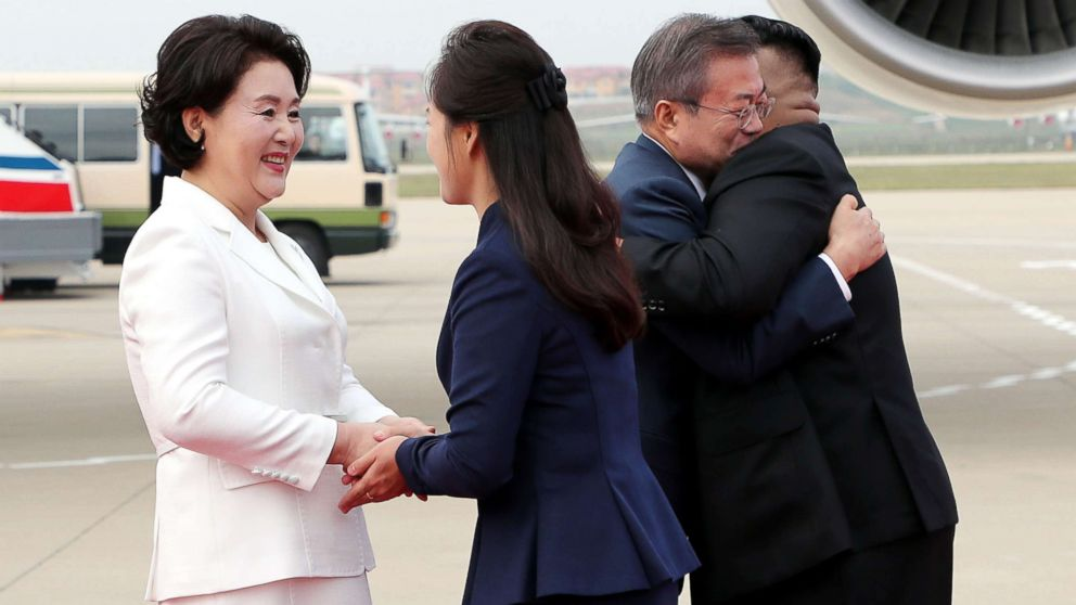 North Korean leader Kim Jong Un welcomes South Korean president Moon Jae-in and at North Korean citizens at Sunan International Airport, Pyongyang North Korea. Sep 18, 2018.