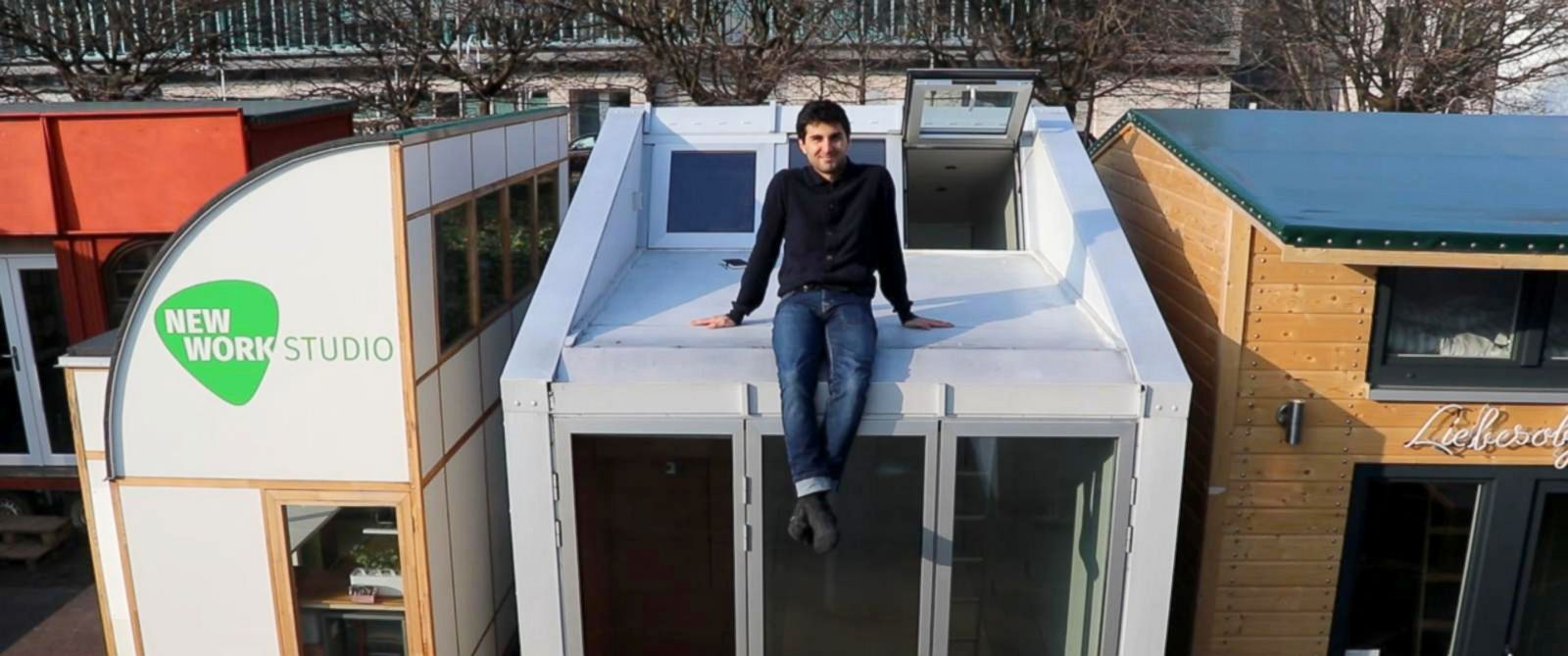 'PHOTO: Inside architect Leonardo Di Chiara's tiny home.' from the web at 'https://s.abcnews.com/images/International/leonardo-ci-chiara-tiny-house-01-abc-jef-180215_31x13_1600.jpg'