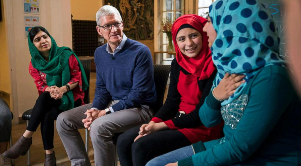 PHOTO: Activist and Nobel Peace Prize Laureate Malala Yousafz and Apple CEO Tim Cook talks with girls from Syria during a meeting with refugees in Beirut, Lebanon, Jan. 20, 2018.