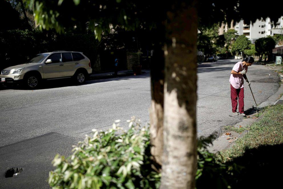 PHOTO: Yaneidi Guzman, 38, who works as a street sweeper works in Caracas, Venezuela, March 20, 2018.