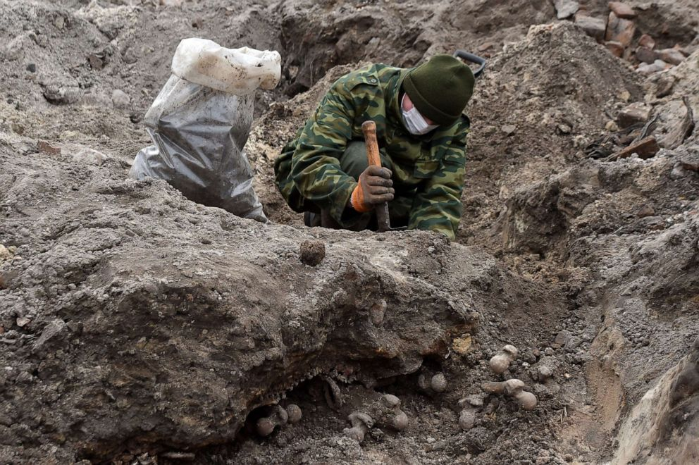 PHOTO: Belarus servicemen excavate a mass grave for the prisoners of a Jewish ghetto set up by the Nazis during World War Two, that was uncovered at a construction site in the city of Brest, on Feb. 27, 2019.