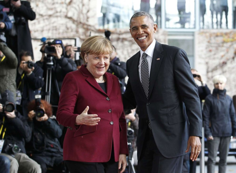 PHOTO: German Chancellor Angela Merkel, left, welcomes President Barack Obama prior to meeting with EU leaders at the German Chancellory in Berlin, Germany, Nov. 18, 2016.