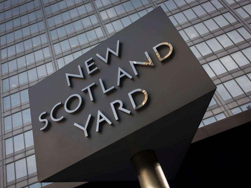 PHOTO: The Metropolitan Polices revolving sign their headquarters at New Scotland Yard in Westminster, London.