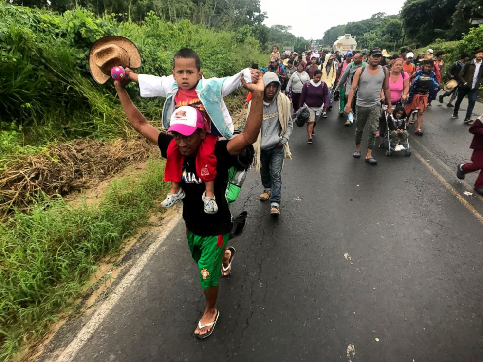 PHOTO: Central American migrants, part of a caravan traveling to the US-Mexico border, walk on a road near Isla municipality, Veracruz, Mexico, Nov. 3, 2018.
