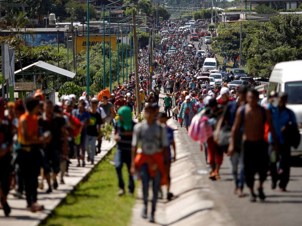 PHOTO: Central American migrants walk along the highway near the border with Guatemala, as they continue their journey trying to reach the U.S., in Tapachula, Mexico, Oct. 21, 2018.