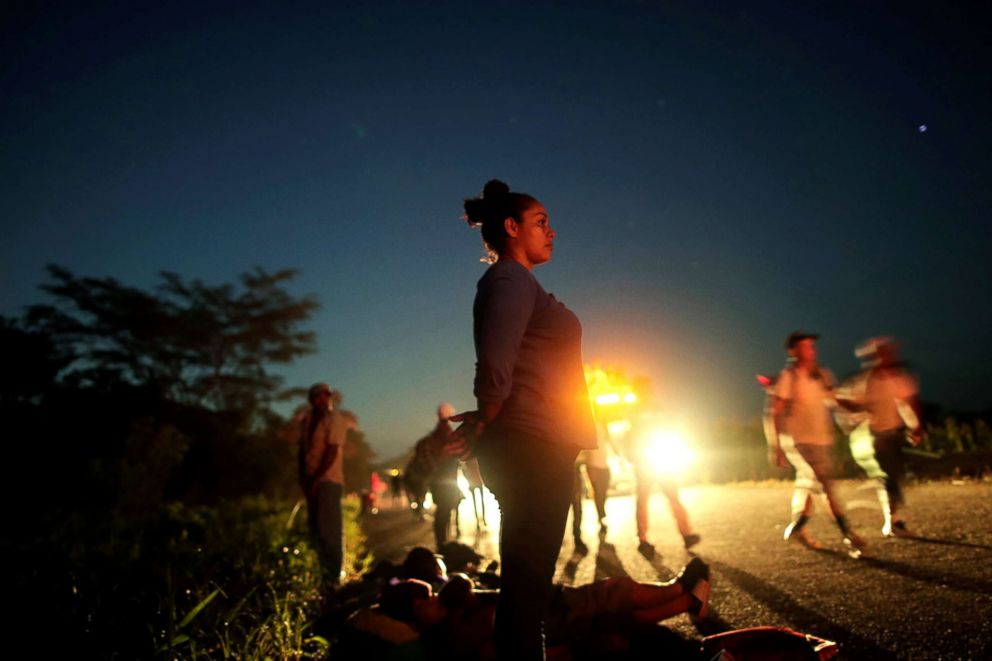 PHOTO: Glenda Escobar, 33, a migrant from Honduras, part of a caravan of thousands from Central America en route to the United States, makes her way to Pijijiapan from Mapastepec, Mexico, Oct. 25, 2018.