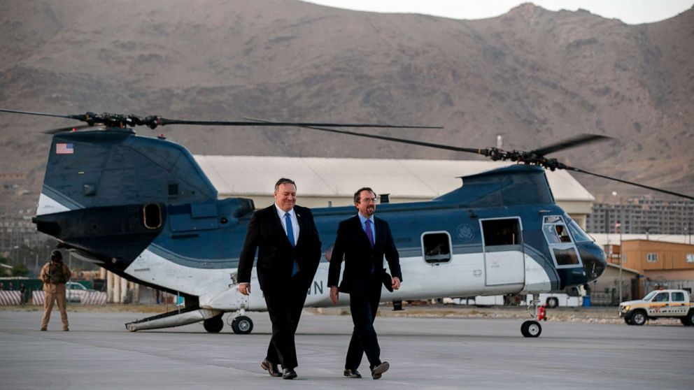 Ο Πρεσβευτής των ΗΠΑ στο Αφγανιστάν βήματα κάτω