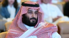 'PHOTO: Saudi Crown Prince Mohammed bin Salman attends a conference in Riyadh, on Oct. 24, 2017.' from the web at 'https://s.abcnews.com/images/International/mohammed-bin-salman-01-gty-jc-171120_16x9t_240.jpg'