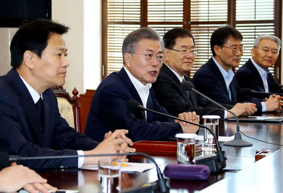 PHOTO: South Korean President Moon Jae-in, fourth from right, speaks during a meeting to prepare a planned summit between South and North Korea at the presidential Blue House in Seoul, South Korea, March 21, 2018.