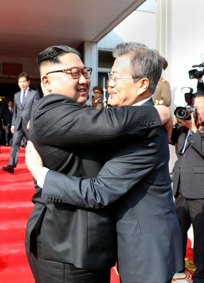 South Korean President Moon Jae-in bids fairwell to North Korean leader Kim Jong Un as he leaves after their summit at the truce village of Panmunjom, North Korea, May 26, 2018.