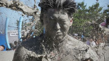Muddy Waters South Korea Hold World S Largest Mud Festival Of Its Kind Abc News