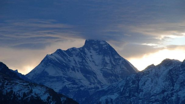 5 bodies spotted in Himalayas during helicopter search for missing climbers