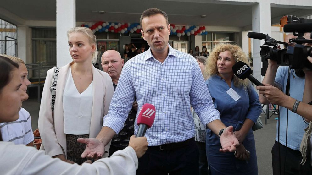 Russia launches wave of raids against opposition activists