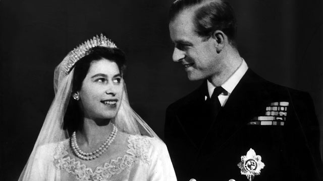 PHOTO: Princess Elizabeth and Lt Philip Mountbatten are shown after their wedding <p itemprop=