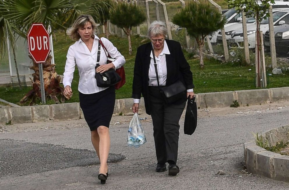 PHOTO: Jailed US pastor Andrew Brunsons wife Norine Brunson (L), arrives for the trial of her husband, held on charges of aiding terror groups, in Aliaga, north of Izmir, on April 16, 2018.