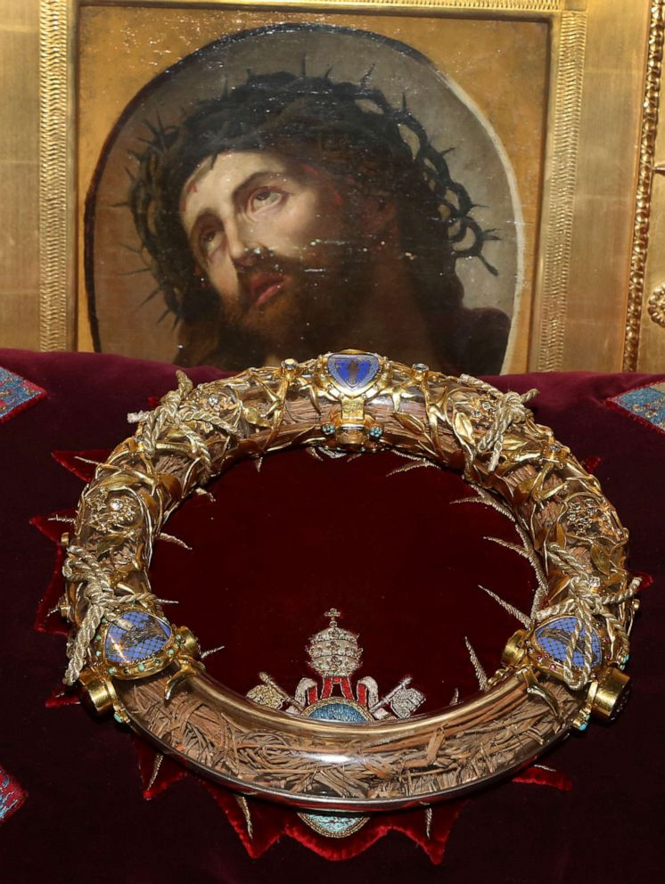 PHOTO: A crown of thorns which was believed by some to have been worn by Jesus Christ and which was bought by King Louis IX in 1239 is presented at Notre Dame Cathedral in Paris, March 21, 2014.