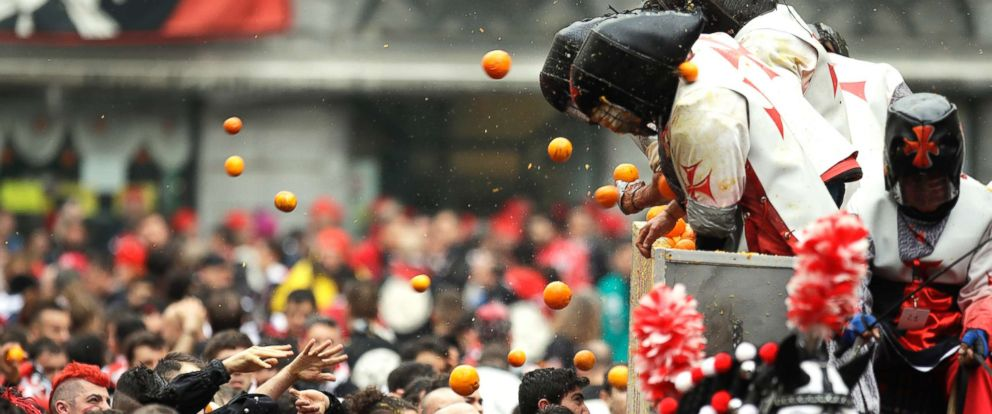 PHOTO: People wearing protective helmets and costumes throw and are hit by oranges as part of Carnival celebrations in the northern Italian Piedmont town of Ivrea, March 4, 2019.