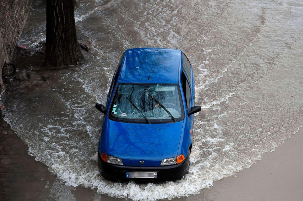 PHOTO: A car drives on the flooded banks of the Seine river in Paris on January 22, 2018.