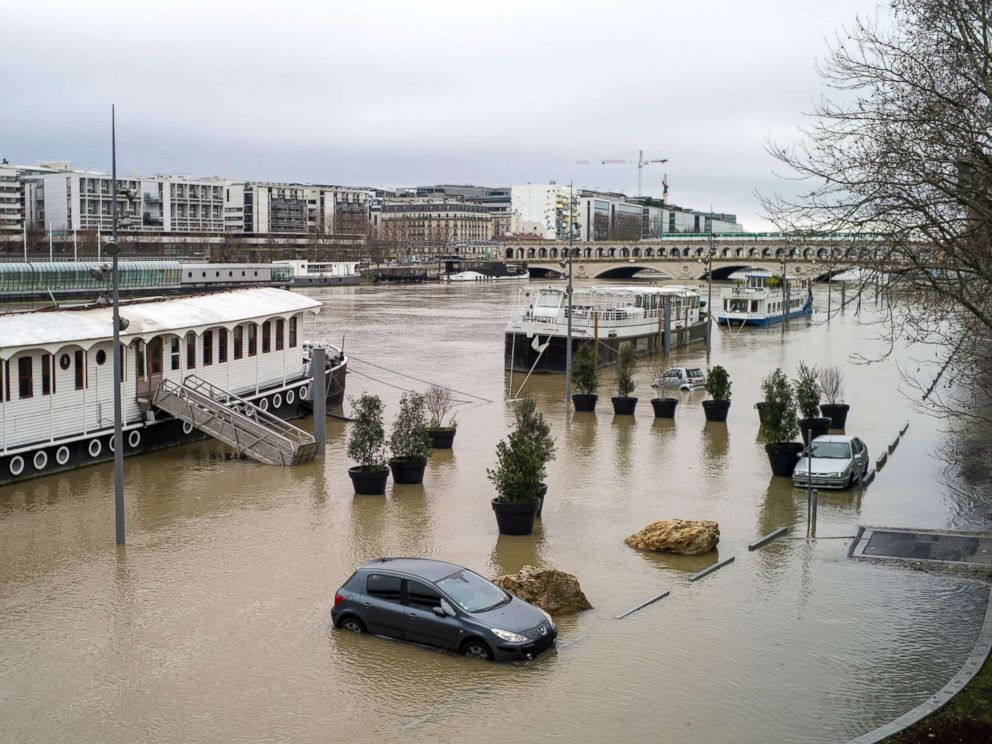 PHOTO: Submerged cars are seen along the flooded banks of the Seine river in Paris, Jan. 23, 2018.