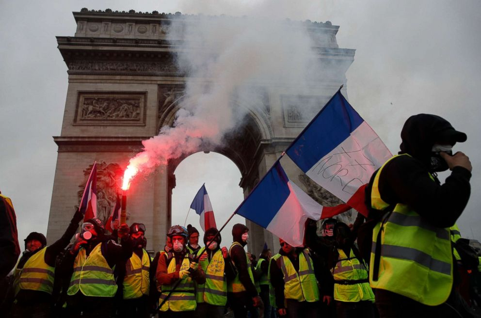 Over 700 arrested in Paris amid violent fuel protests
