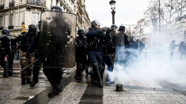 https://s.abcnews.com/images/International/paris-protests-1-gty-er-181208_hpMain_16x9_608.jpg